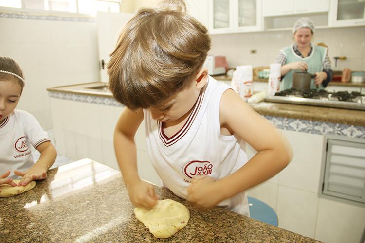 Pão na comemoração da Páscoa dos pequenos
